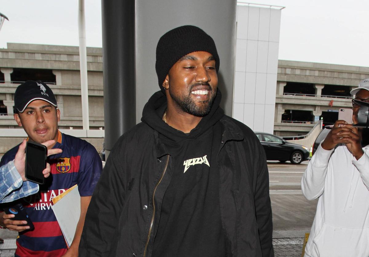 Kanye West out in L.A. Feb 17 2016