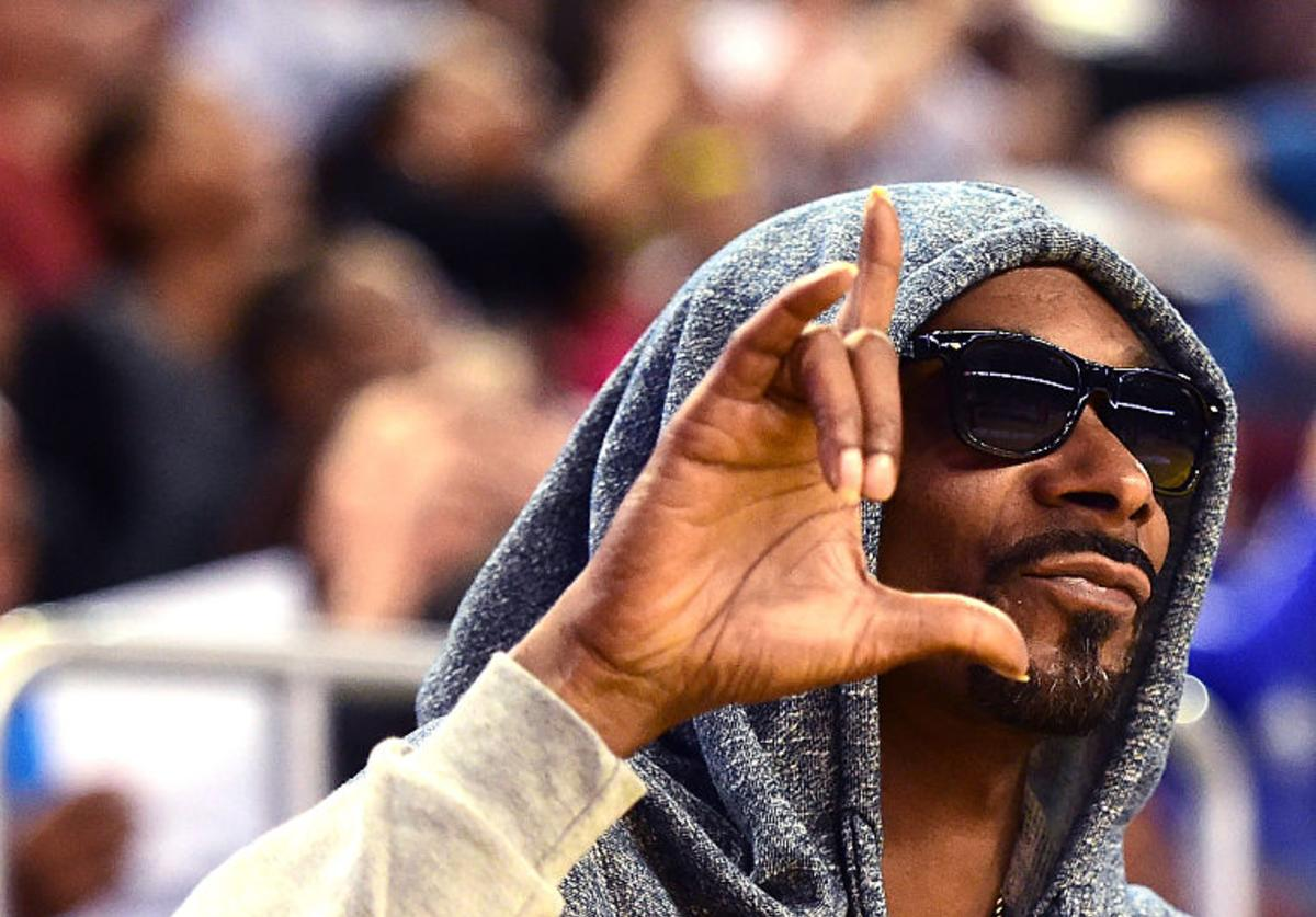Snoop Dogg says his to fans as he watches the Minnesota Lynx and the Los Angeles Sparks in game three of the 2016 WNBA Finals at Galen Center on October 14, 2016 in Los Angeles, California.