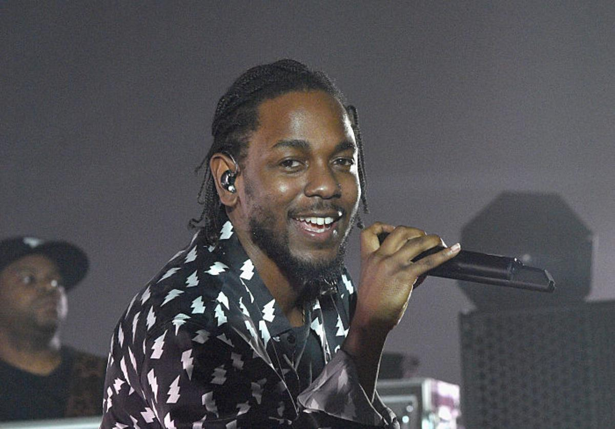 Kendrick Lamar performs onstage during AMEX MUSIC MEETS ART: Kendrick Lamar featuring Shantell Martin at the Faena Art Dome on December 1, 2016 in Miami Beach, Florida.