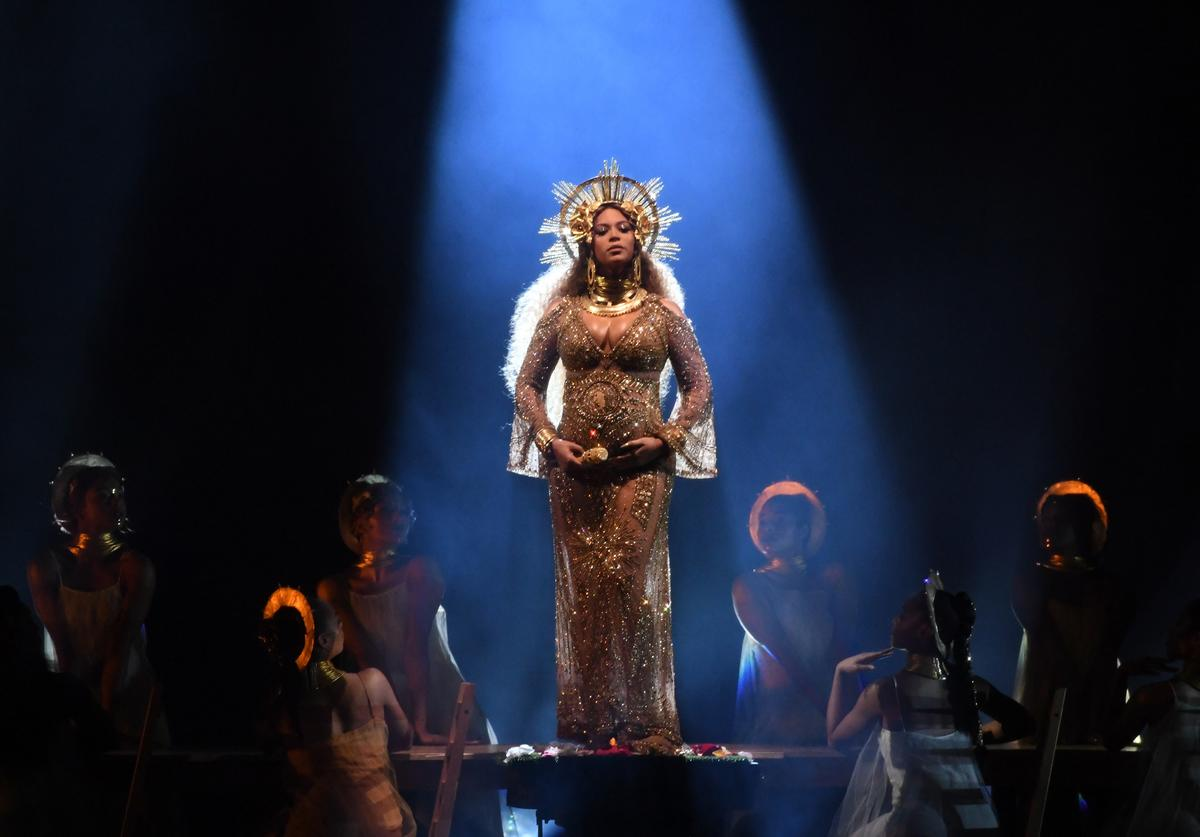 Beyonce performs at the 59th grammy awards