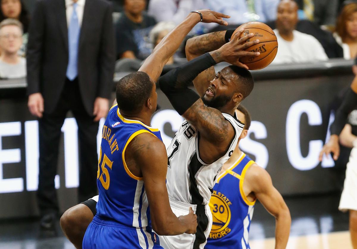 Jonathon Simmons #17 of the San Antonio Spurs drives to the basket against Kevin Durant #35 of the Golden State Warriors