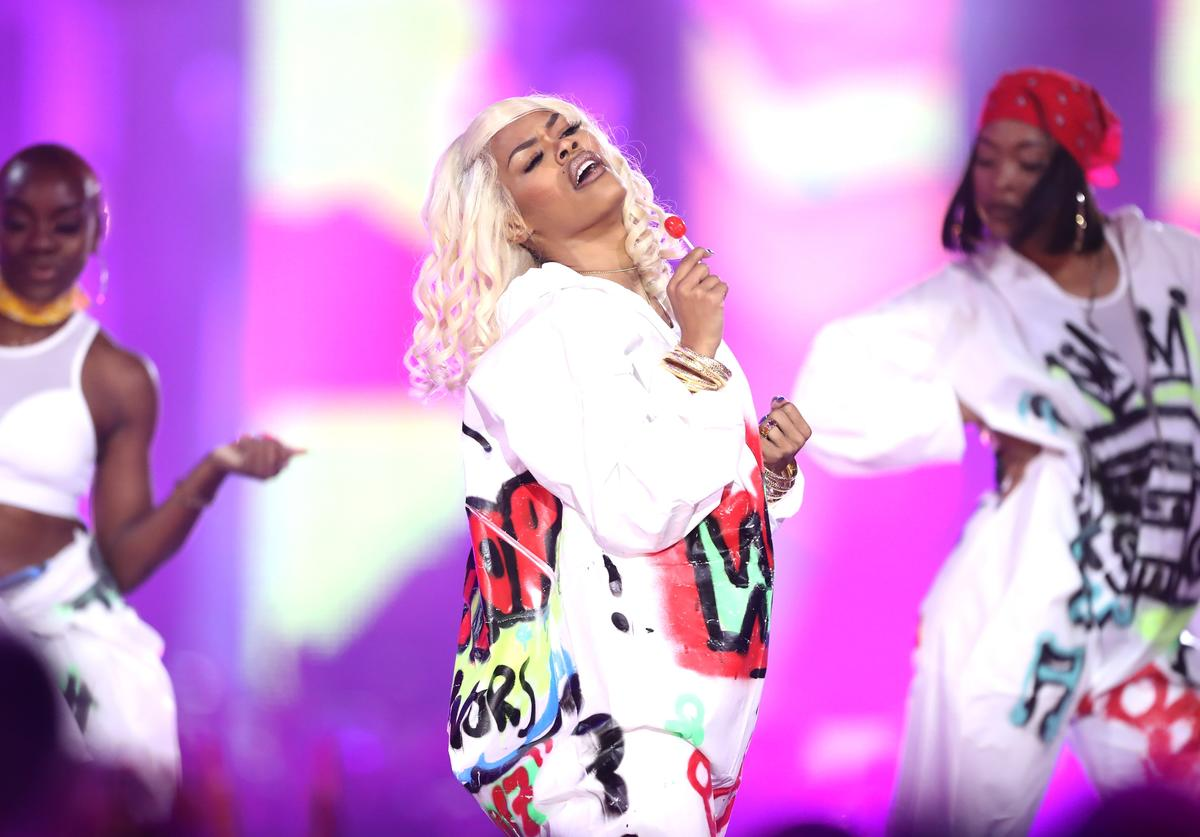 Teyana Taylor and dancers perform onstage during VH1 Hip Hop Honors: The 90s Game Changers at Paramount Studios on September 17, 2017 in Los Angeles, California