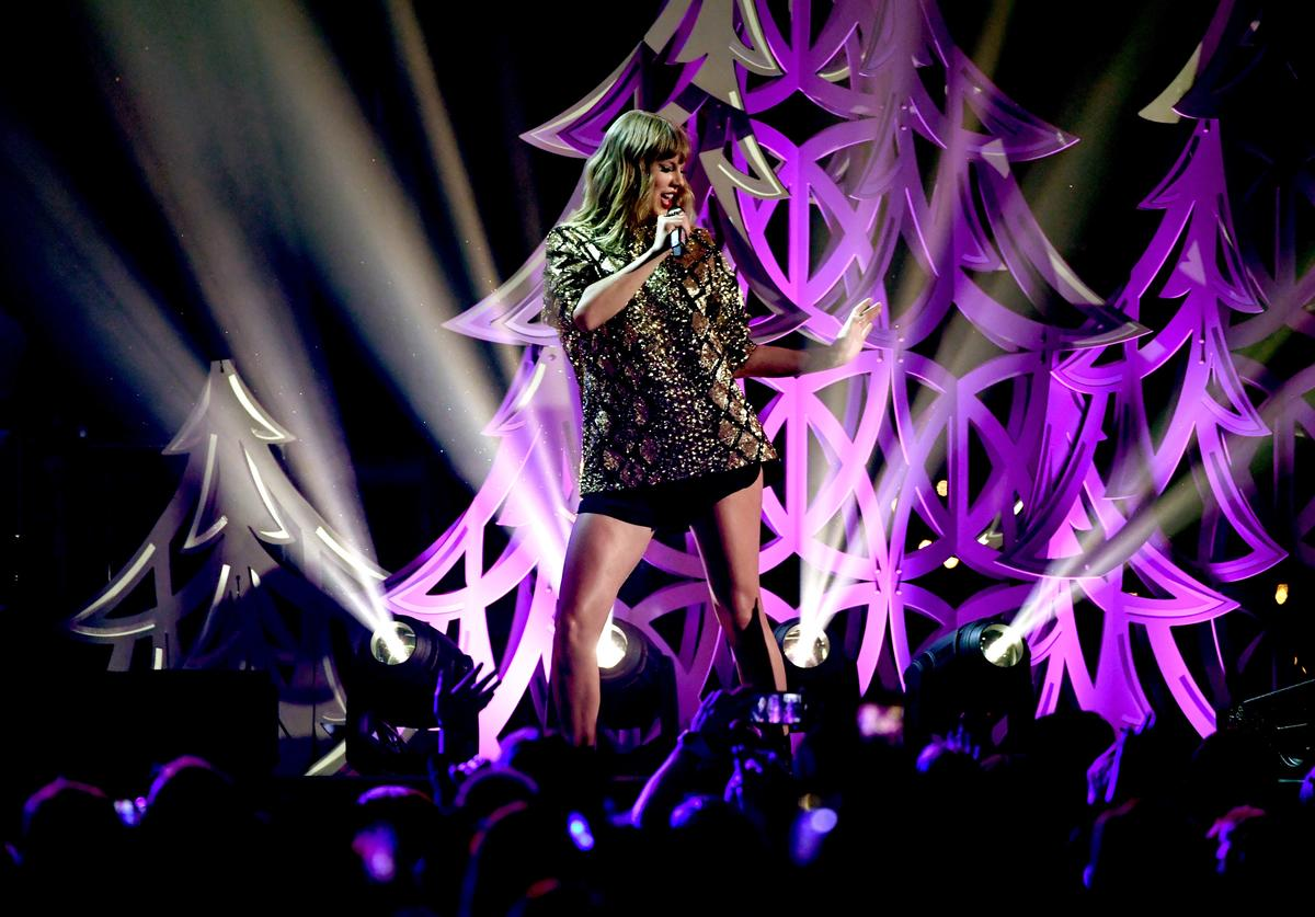 Taylor Swift performs onstage during 102.7 KIIS FM's Jingle Ball 2017 presented by Capital One at The Forum on December 1, 2017 in Inglewood, California