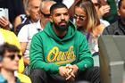 """Drake Disses Kanye West While Performing """"Know Yourself"""" In Chicago"""
