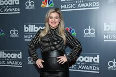 Kelly Clarkson Opens BBMAs With Tribute To Sante Fe Shooting Victims