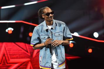 "Snoop Dogg Raps ""Gin & Juice"" Verse While Shaquille O'Neal Beatboxes"
