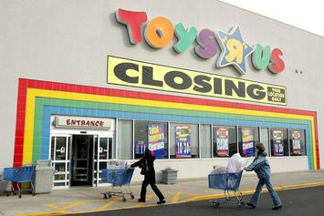 "Toys ""R"" Us Offering Discounts On Apple Products Amid Store Closures"