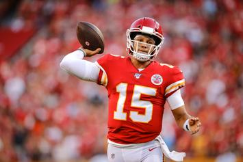 Patrick Mahomes Stuns Teammates With Insane No-Look Pass: Watch