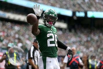 """Le'Veon Bell Severely Criticizes NFL For Airing Sam Darnold """"Ghosts"""" Clip"""
