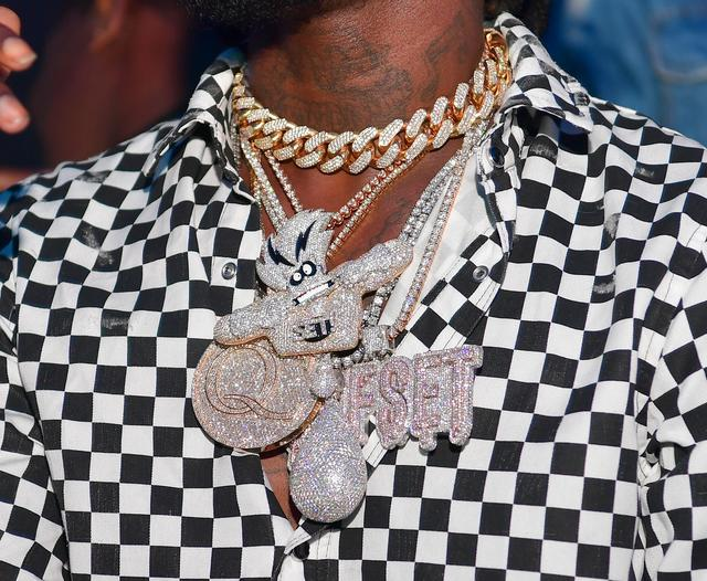 Close up of Offset's chain