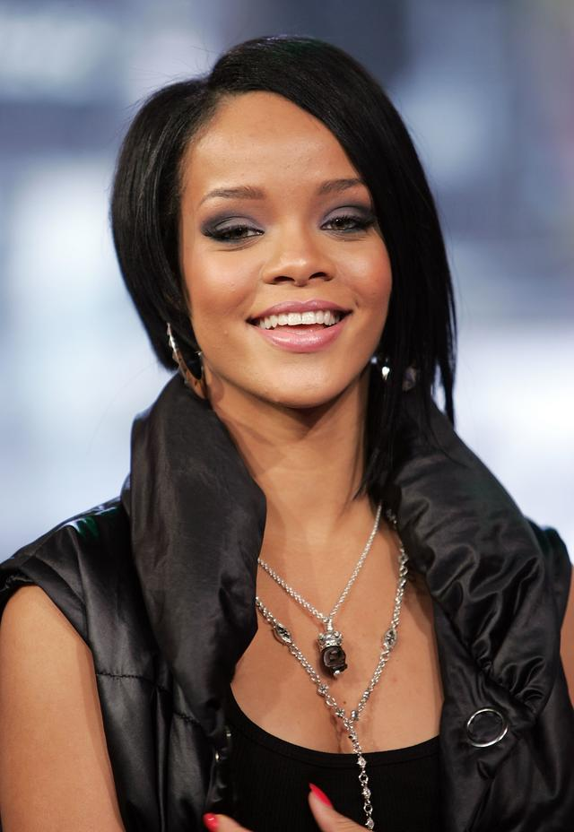 Rihanna at TRL in 2007