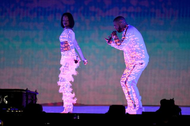 Rihanna and Drake performing at Brit awards 2016